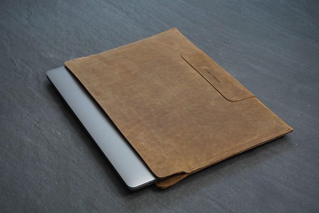 Kool Tools: Vero Leather Sleeve for MacBook Pros